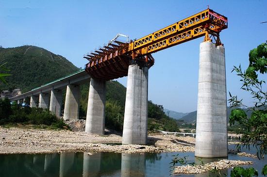 温福铁路桐山溪大桥移动模架制梁顺利推进[图]图片